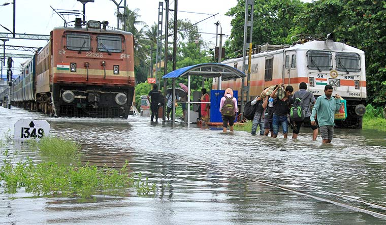 Kerala: Monsoon set to strengthen from today, red alert in 6 districts