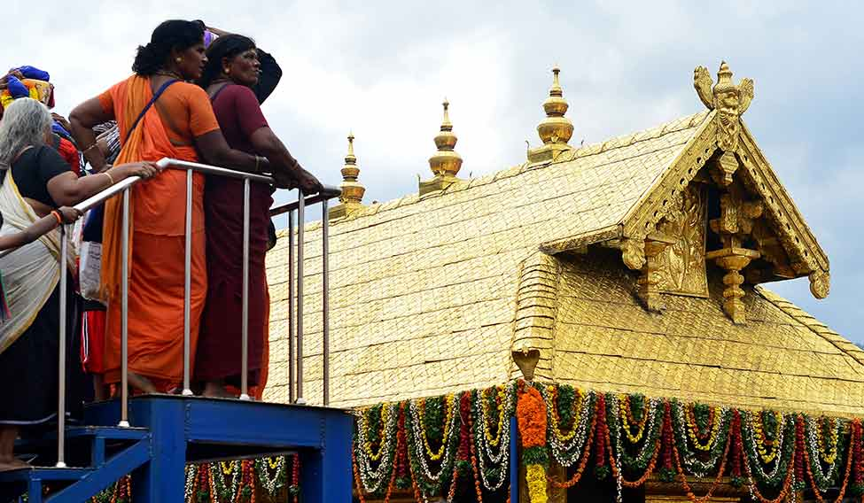 Women should be allowed to offer prayers in Sabarimala temple: SC