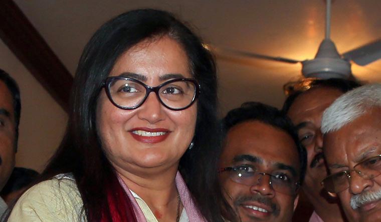 Will Ambareesh's popularity help Sumalatha draw support of BJP, Congress?