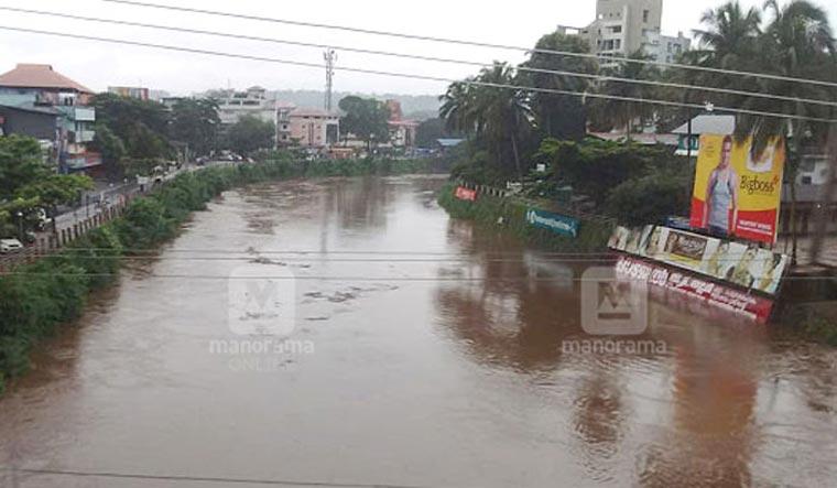 Kerala: Heavy rain forecast till Tuesday, Pamba river overflows