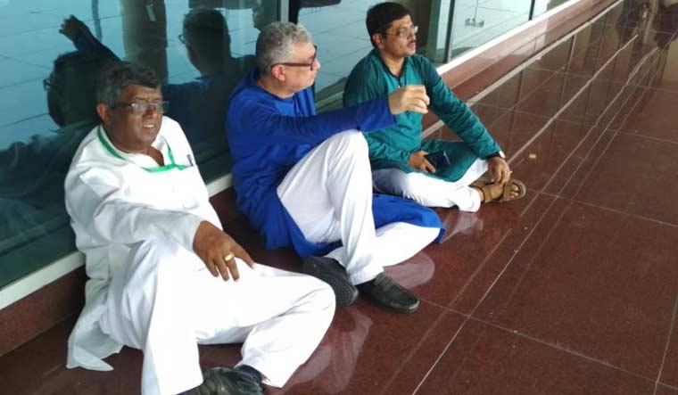 Sonbhadra firing: TMC delegation detained at Varanasi airport
