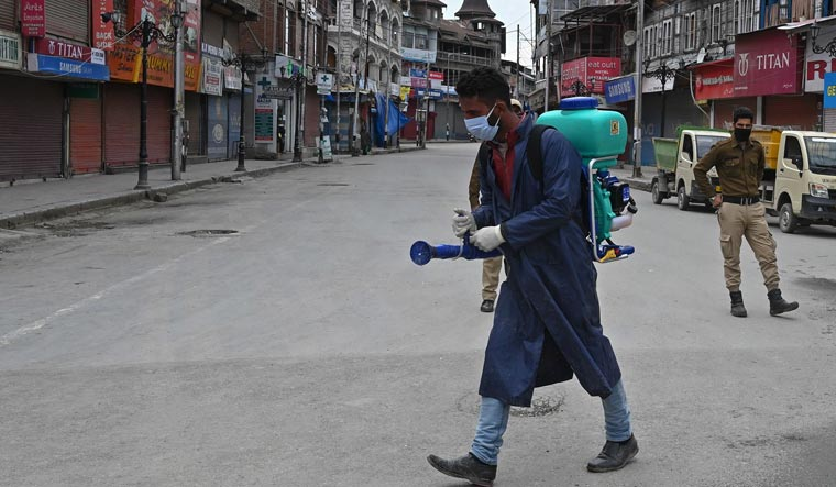 Photo of J&K: Night curfew extended to all districts, markets to open alternately