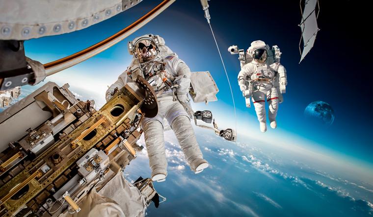 astronaut space crusade berlin - photo #27