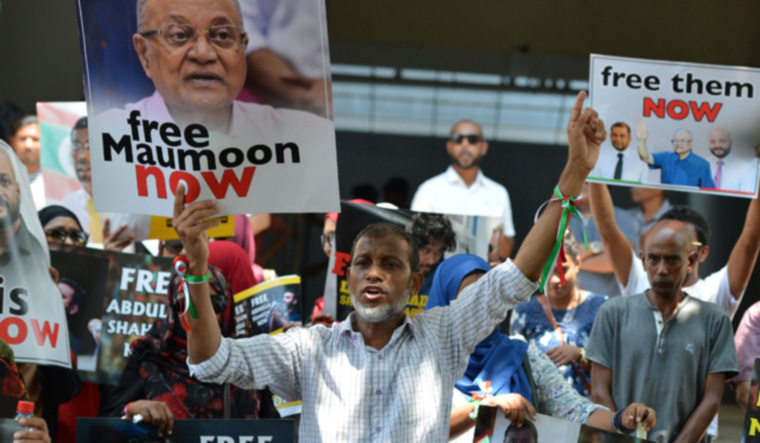 Protesters in Colombo ask Maldives President Yameen to ...